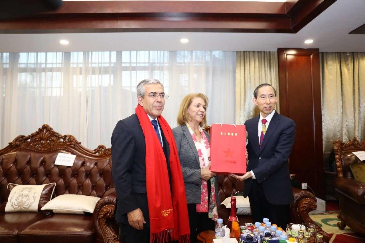 2019年春节香木海黑茶作为国礼赠送给各国驻华大使